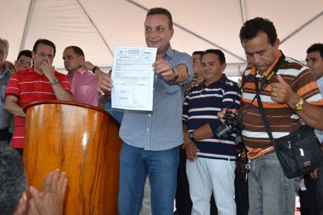 Foto 2 - Secretário assina ordem de serviço para pavimentação da MA 278, em Barão do Grajaú foto Dilmara Tavares