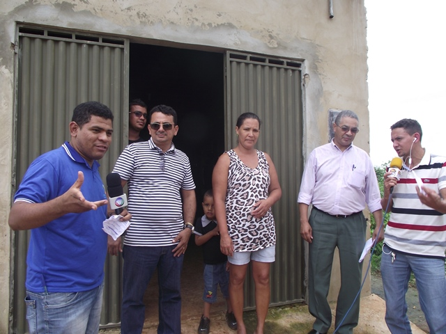 TV Cidade e Rádio Portal FM transmitem entrega das motos.