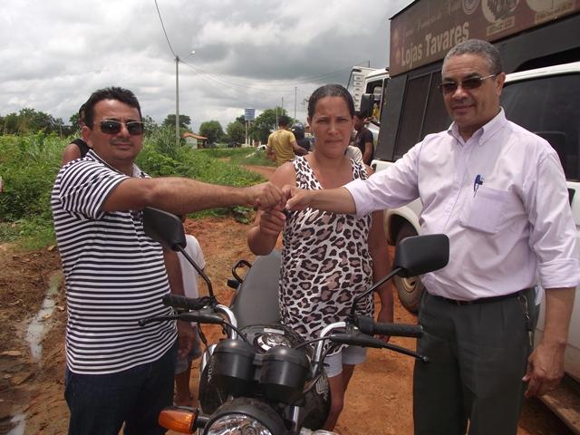 Antonia Gomes Vieira moradora da Rua principal do Bairro Cibrazém ganhou uma Honda Titan 125cc.