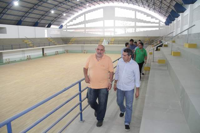 Secretário Joaquim Haickel mostra o futuro gestor da Sedel, Marcio Jardim, o novo Costa Rodrigues.