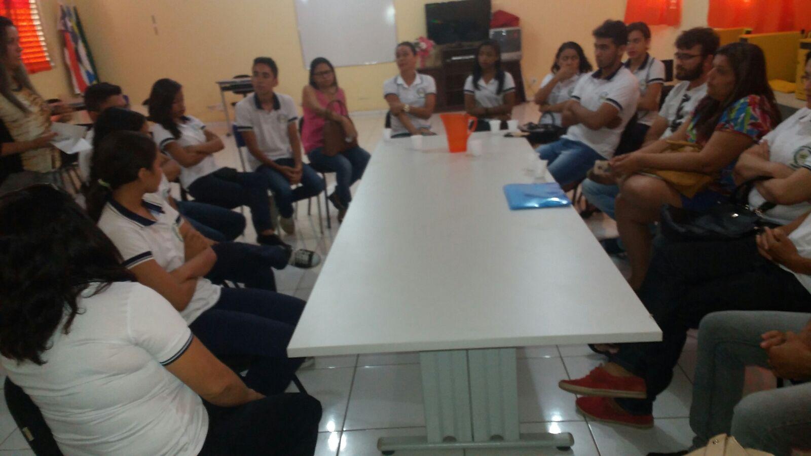 Professores Estaduais de Gonçalves Dias em reunião na URE.