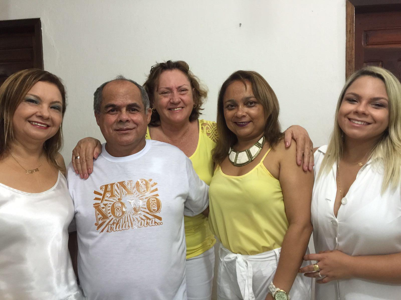 Em casa celebrando a chegada de 2016 - Luzinete, Adonias, Ana Maciel, Lena e Marcia Andreia.