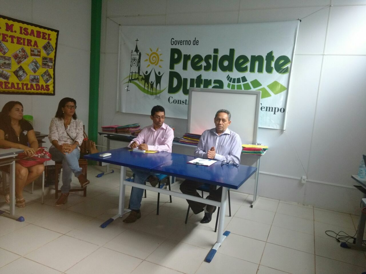 Prefeito Juran Carvalho e o Secretári Jurivaldo na avaliação com Diretores.