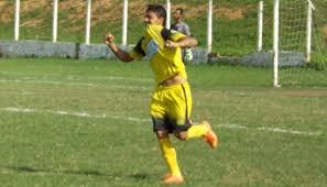 Artilheiro com 13 gols em 2016, Ulisses espera continuar marcando.