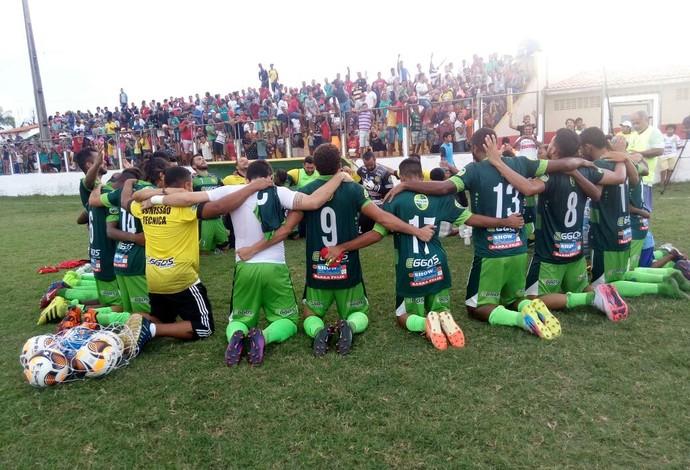 Jogadores do Cordino agradecendo pela classificação. (Foto: Leonilson Mota / Divulgação)