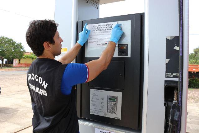 Foto 2_Divulgação_Procon_05042017 - Operação Batismo do PROCON combate revenda de combustíveis adulterados e fiscaliza preços de postos em Chapa