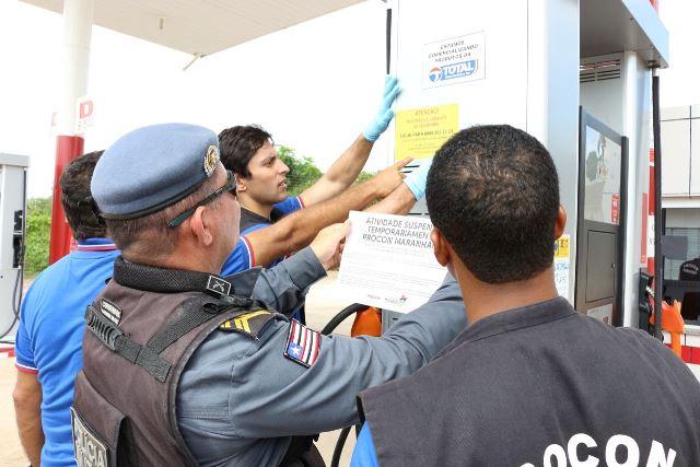 Foto 5_Divulgação_Procon_05042017 - Operação Batismo do PROCON combate revenda de combustíveis adulterados e fiscaliza preços de postos em Chapa