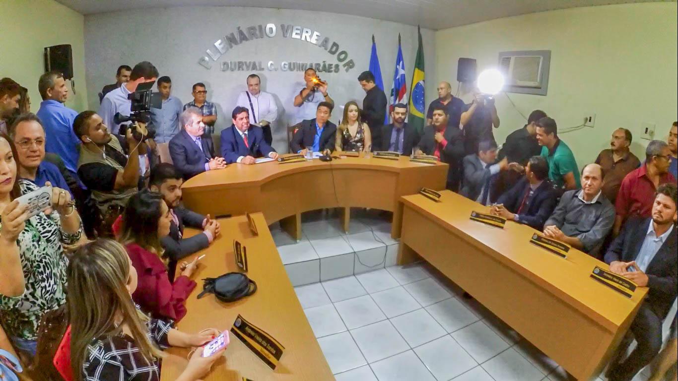 ALEXANDRE 2 - DOM PEDRO: Multidão recebe com festa o prefeito Alexandre Costa - minuto barra